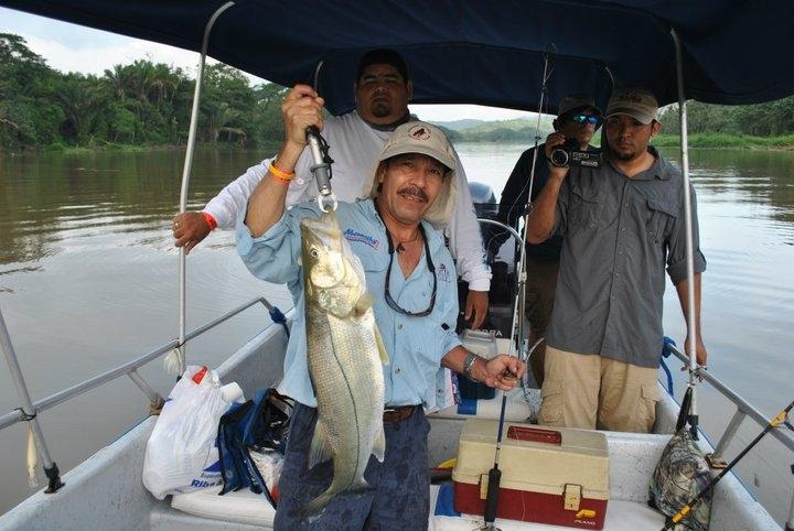 Pesca de strippers del lago ouachita